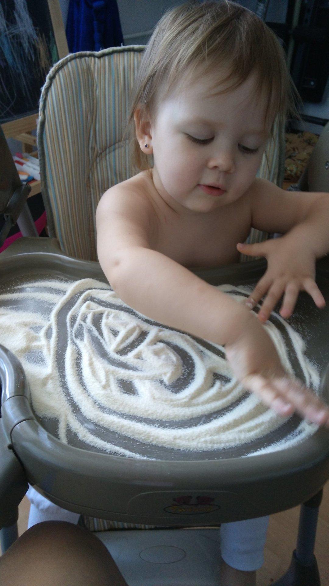 Отчёт по занятию Предложите малышу порисовать манной крупой в Wachanga!