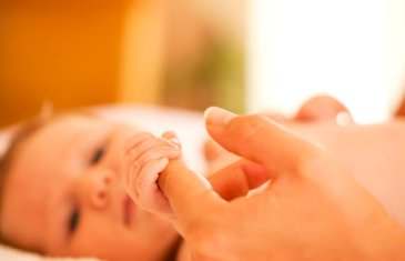 Важность осязания для малышей