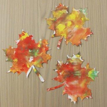 Украсьте вместе с ребенком комнату листьями