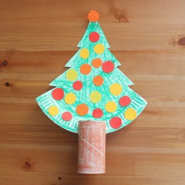 Make a Christmas tree out of a disposable plate