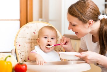 Признаки готовности малыша к прикорму