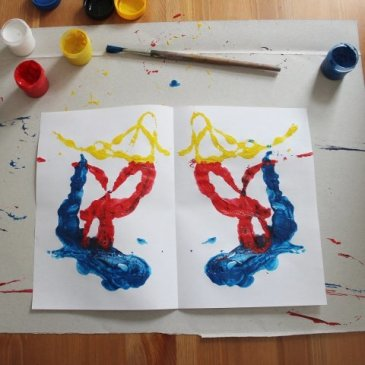 Arrange your kid painting with wool thread