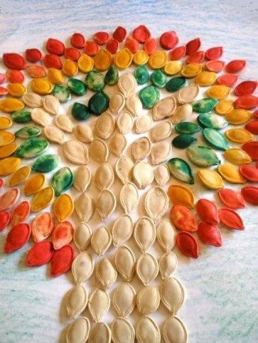 Осенняя аппликация из тыквенных семечек