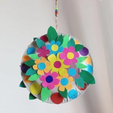 Сделайте вместе с ребенком цветочную подвеску
