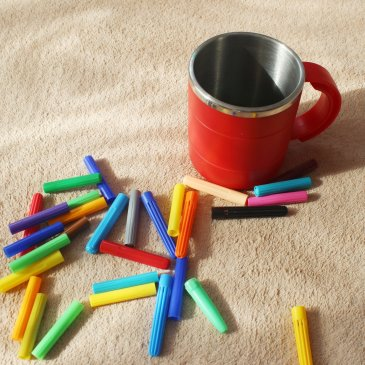 Игры с цветными колпачками