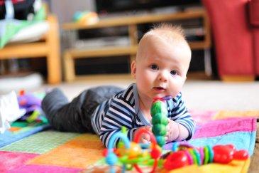 Играйте с малышом в разных положениях