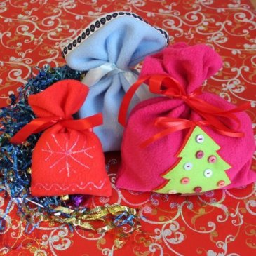 Sew bags for Christmas gifts with your kid