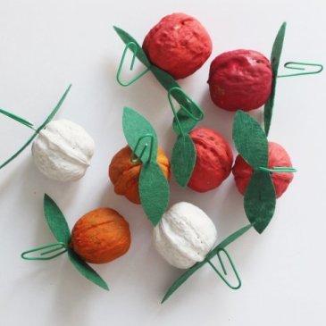 Сделайте с ребенком игрушки на елку из грецких орехов