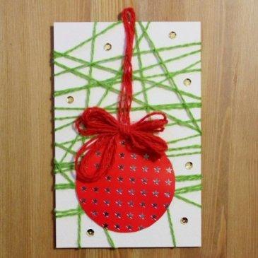 Сделайте с ребенком новогоднюю открытку из бумаги и ниток