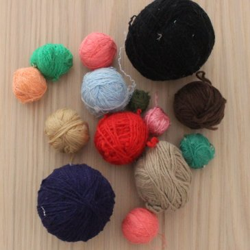 Offer your kid to play with thread clews