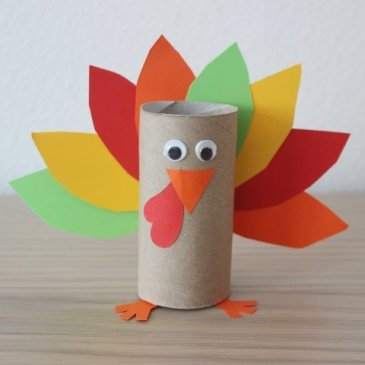 Make a turkey out of colored paper with your kid