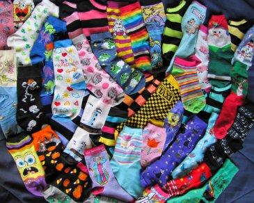 Предложите ребенку рассортировать носочки