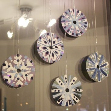 Снежинки из дисков