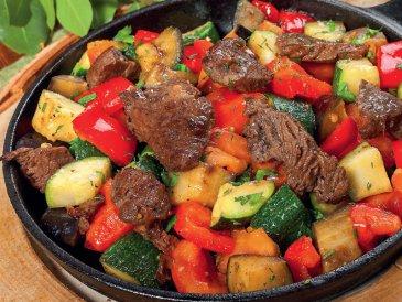 Рецепты для кормящей мамы: «Тушеная говядина с овощами»