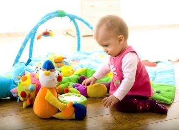 Что чувствует и как ведет себя ребенок в 9 месяцев