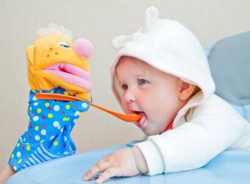 Покормите куклу