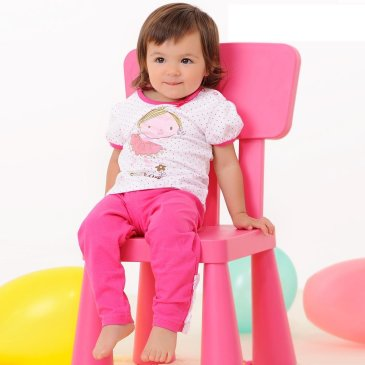 Научите малыша залезать на стул