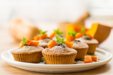 Oatmeal muffins with apple