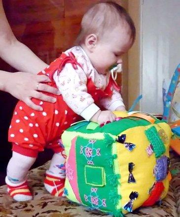 Кубик для развития малыша