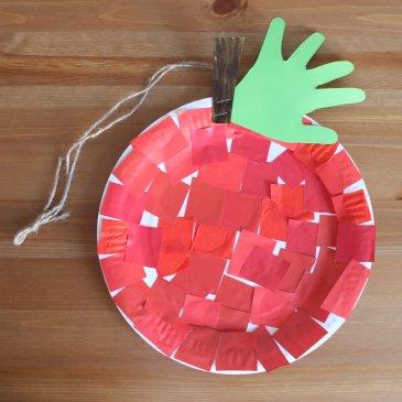 Сделайте вместе с ребенком яблоко из одноразовой тарелки
