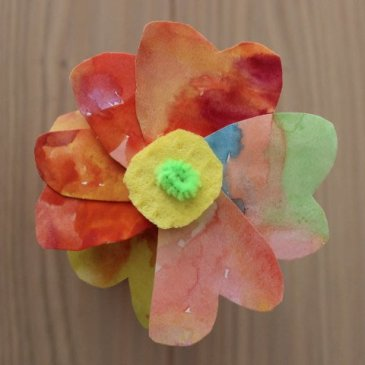 Make with your kid bouquet of paper flowers