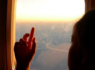 Как успокоить ребёнка в самолёте
