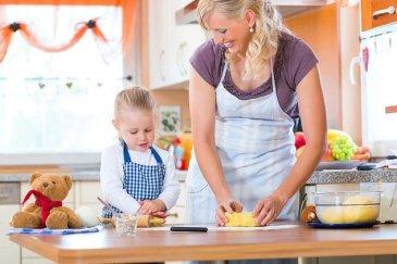 Юный помощник на кухне