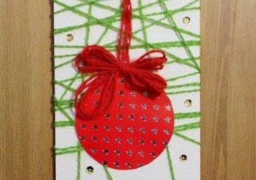 Новогодняя открытка с разноцветными нитями
