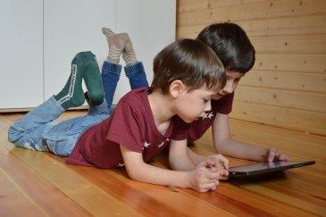 Вред постоянно включенного телевизора и гаджетов на психику ребёнка