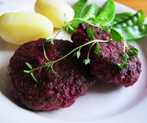 Полезные рецепты для кормящей мамы: «Котлеты из мяса и свеклы»
