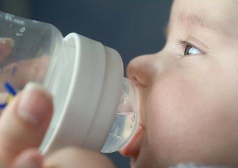 Картинка к занятию Нужно ли поить малыша водой в жару в Wachanga