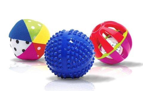 Поиграйте с малышом в игру «Догони мяч!»