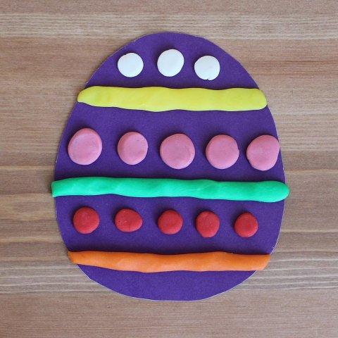 основа для украшения пасхального яйца пластилине шарики и колбаски