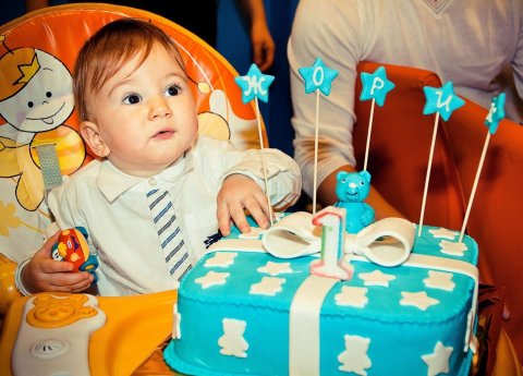 Arrange a photo session for your baby's first birthday