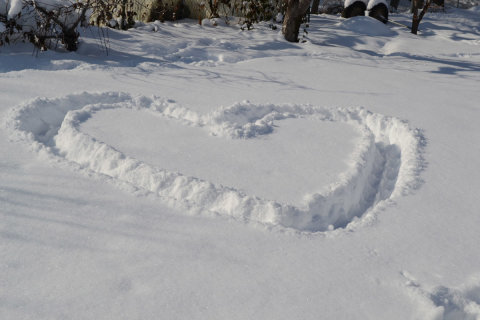 Drawing on snow