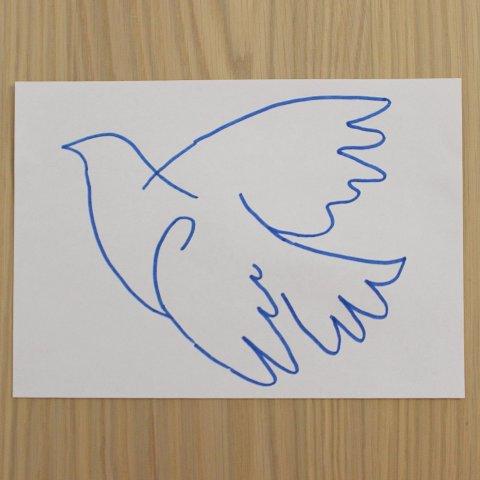 нарисовать для трафарета голубя на бумаге