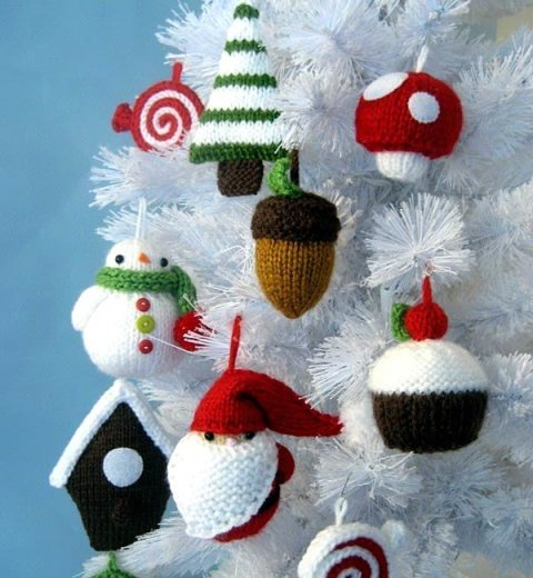 Knitted Christmas tree toys