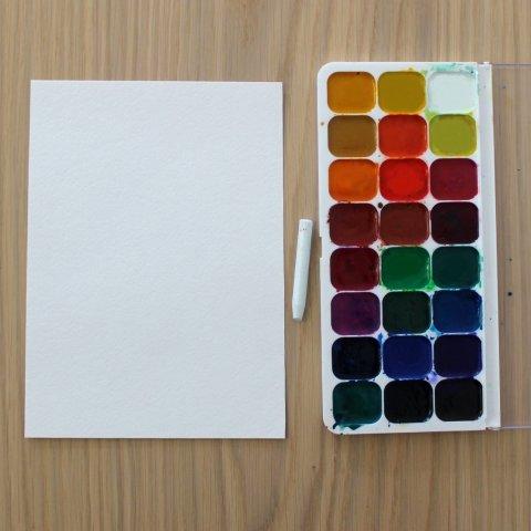 для необычной техники рисования понадобятся краски, бумага и восковой мелок