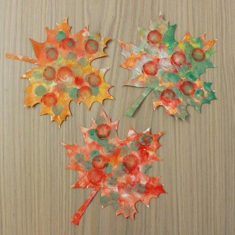 Украсьте комнату кленовыми листьями