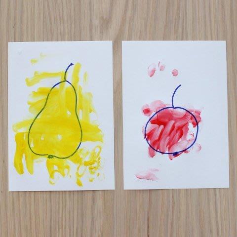 Предложите малышу заняться рисованием пальчиковыми красками