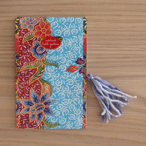 Сделайте вместе с ребенком закладки из скрепок и шерстяных ниток