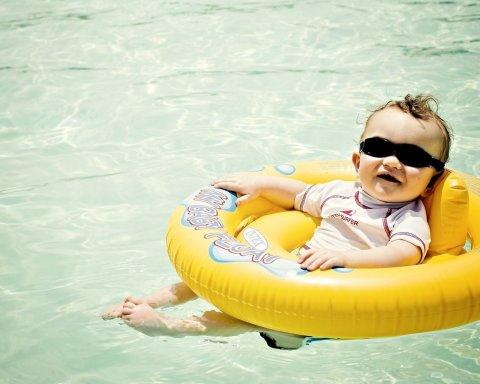 Летние купания малыша
