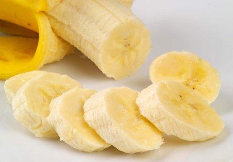 Научите ребенка резать банан