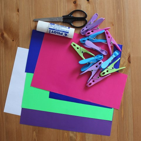 приготовьте необходимые материалы для создания оригинальных игрушек для ребёнка