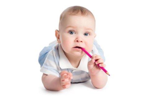 Что чувствует и как ведет себя ребенок в 11 месяцев