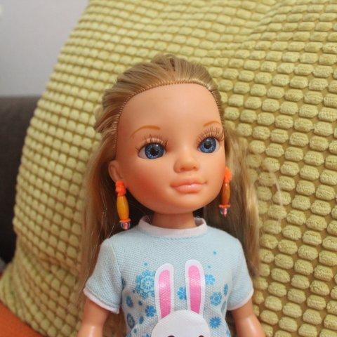 Make earrings for a doll