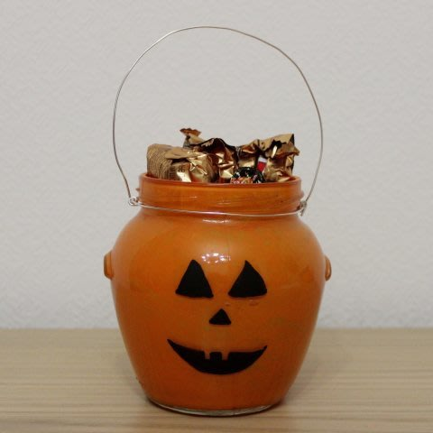 Make sweet Halloween gifts for friends with your kid