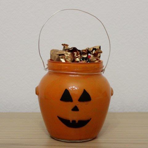 Сделайте вместе с ребенком сладкий подарок для друга на Хэллоуин