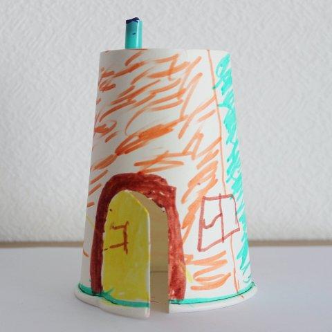 домик из картонного стаканчика