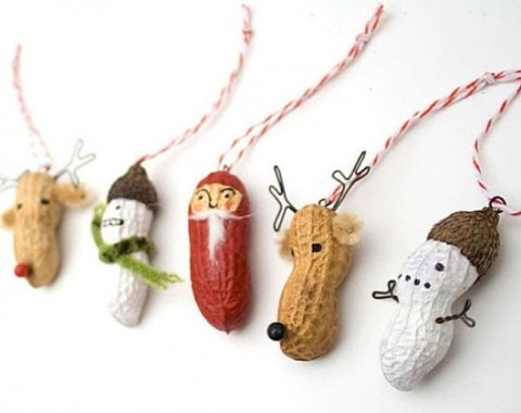 Christmas pendants made of peanuts